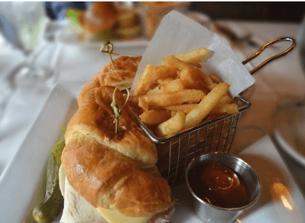 ポテトフライとハンバーガー