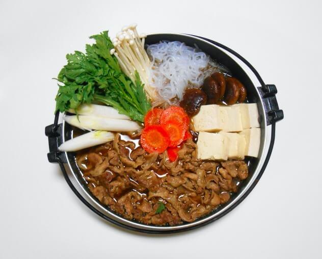 豆腐をすき焼きの素で煮込む