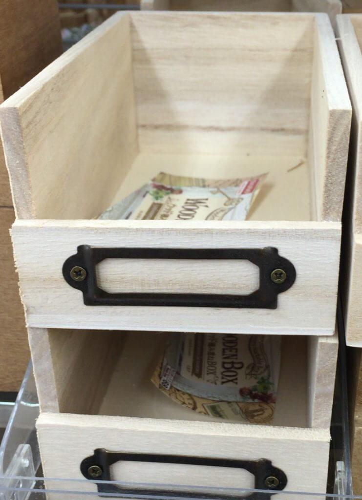 ダイソーの木製のボックス