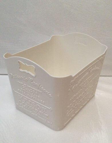 ダイソーの白くてかわいい収納ボックス