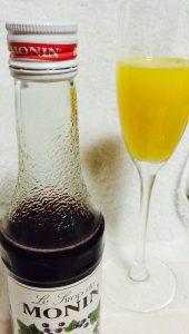 モナンシロップとオレンジジュースを合わせる