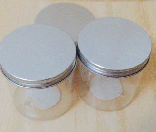 セリアのアルミキャップPET容器3つ