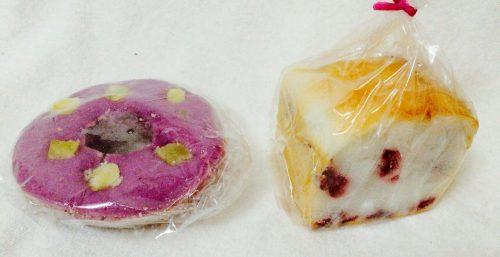 武蔵境こめひろで購入したドーナツ(左)とクランベリーパン(右)