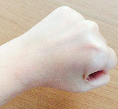 日焼け止めBADGER(バジャー)を塗った手