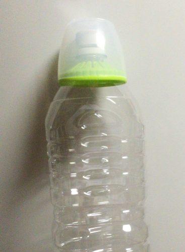 セリアのペットボトル用コップを実際にペットボトルに設置してみた