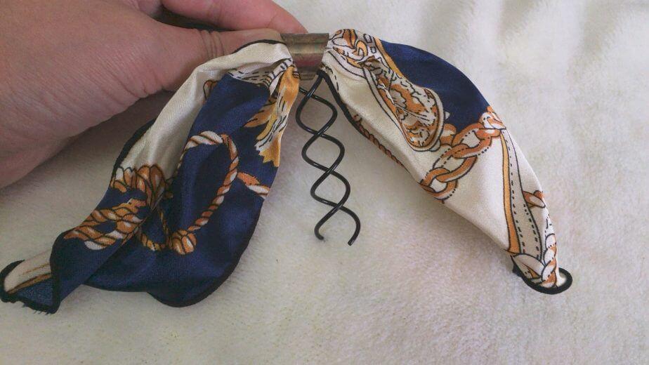 セリアのスカーフ型リボンをスクリューピンつけてみた
