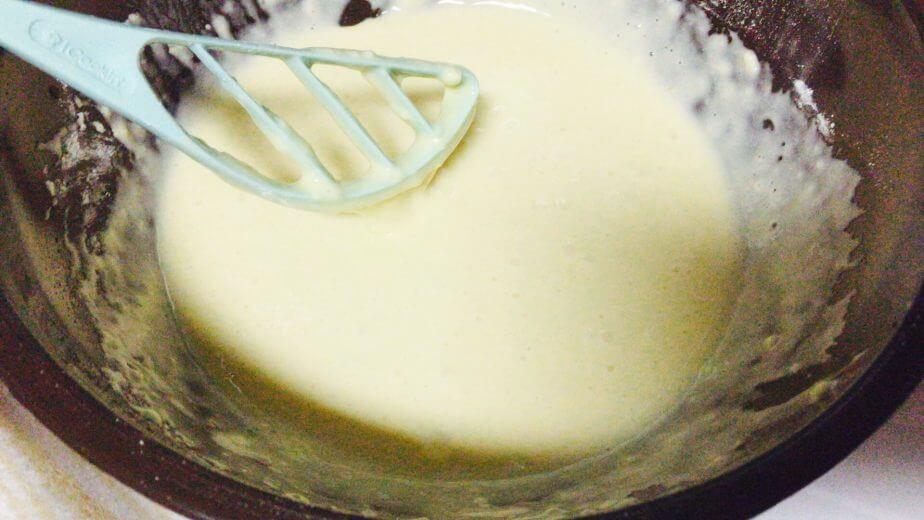 ダイソーのクイックミキサーを使って小麦粉と卵をかき混ぜた直後の画像