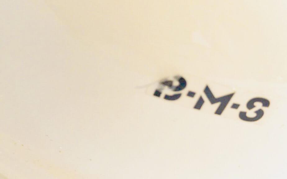 富士ホーローのBMSのロゴシールはいつでもはがせる