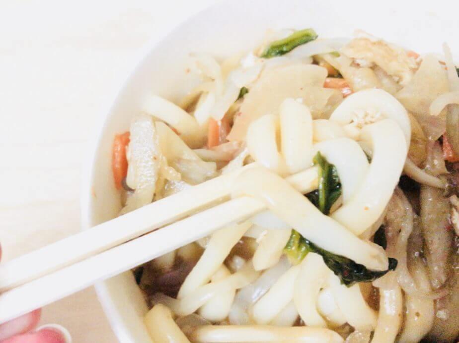 9種具材の味噌けんちんうどんは麺も太い