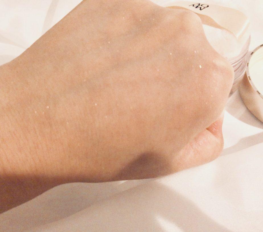 コスメデコルテのAQMWフェイスパウダーは肌をきれいにみせてくれる