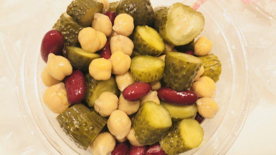 ピクルスと豆の彩りマリネの中身