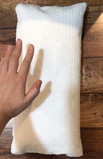 ダイソーのお風呂の中でリラックスできるネックピロー(バスピロー)