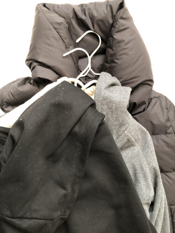 ダイソーの吊るせる圧縮袋でジャケットを圧縮する