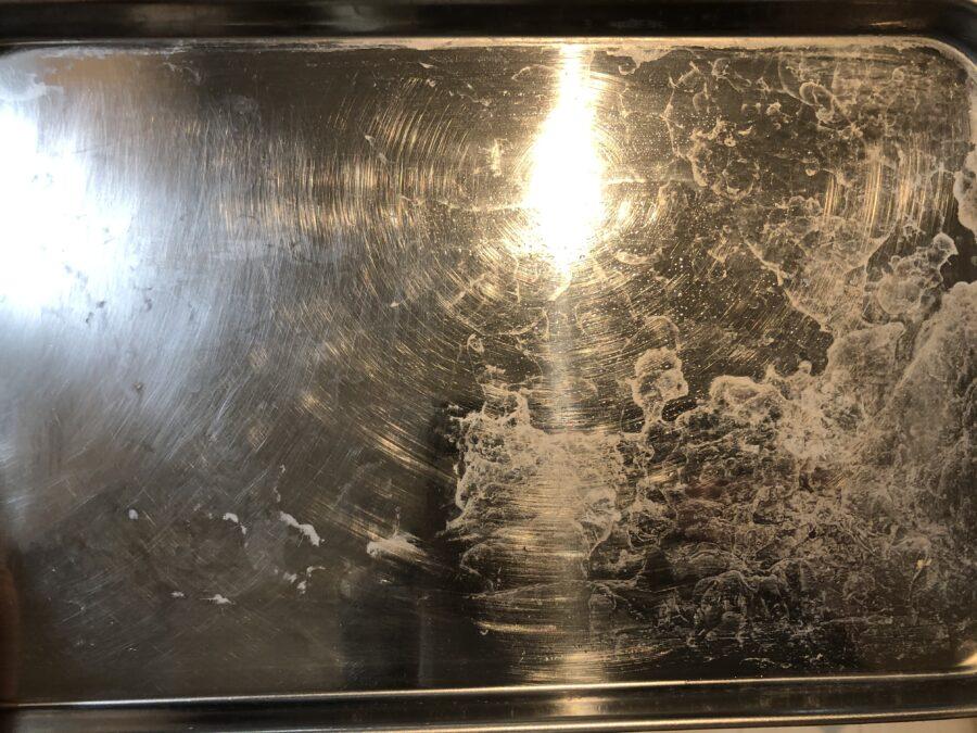 ダイソーのダイアモンドでキッチン磨きを使った水受け皿