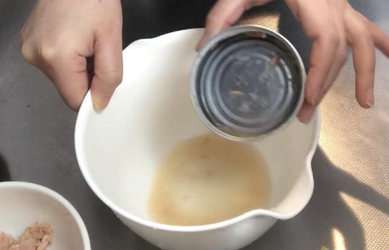 100均ダイソーで見つけたツナ缶の油切りスプーン